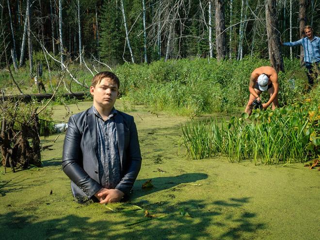 выбор, два брата сделали фотосессию в болоте нужны ваши